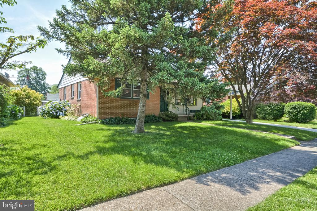 Side front view - 404 CULLER AVE, FREDERICK