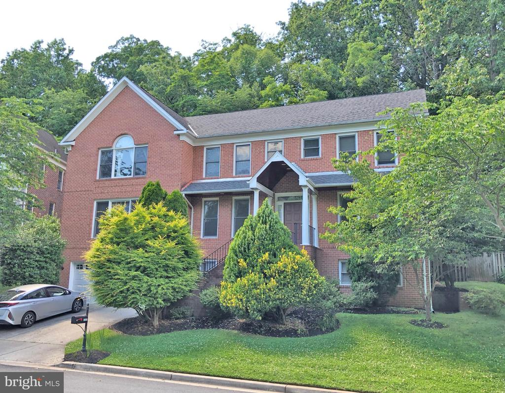 Front of house - 6905 RANNOCH RD, BETHESDA