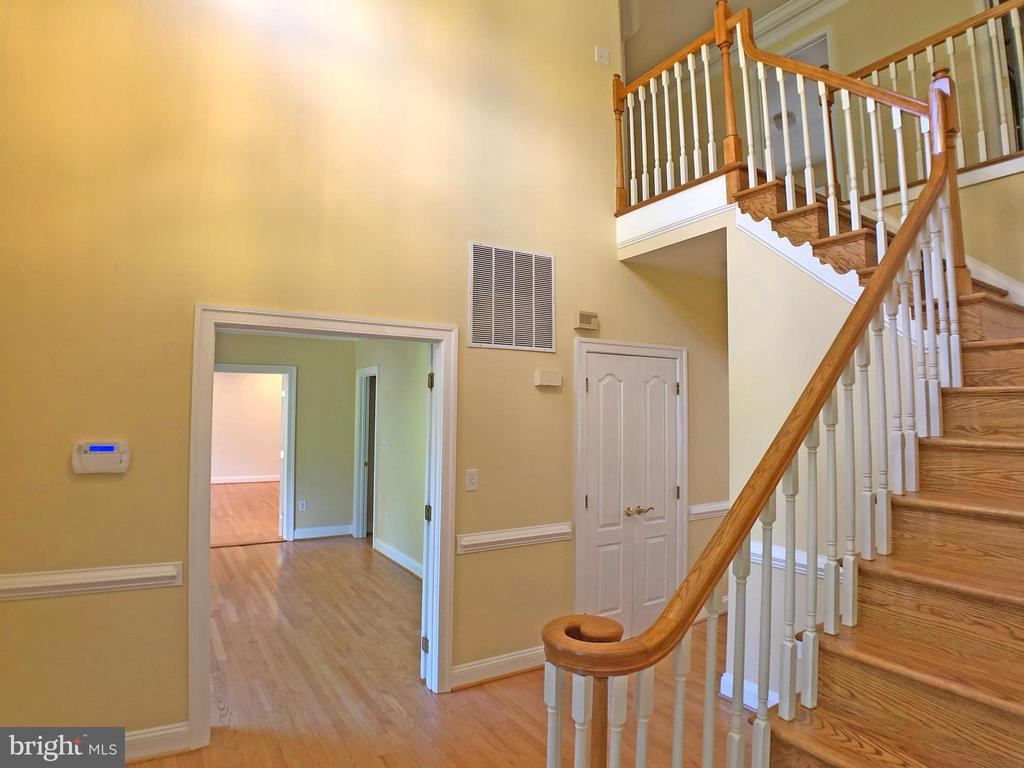 Foyer left view - 6905 RANNOCH RD, BETHESDA
