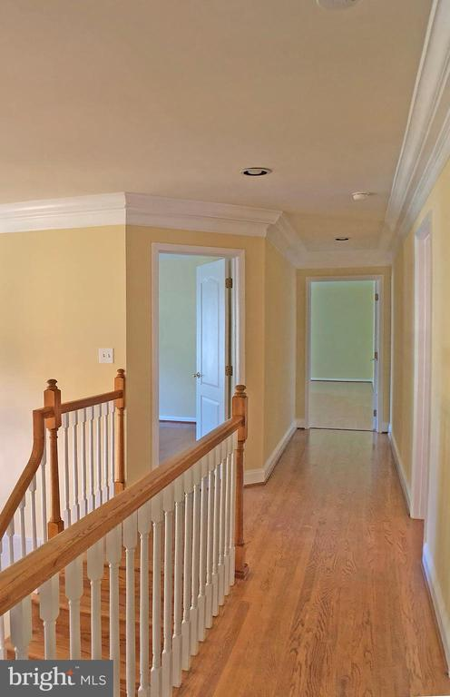 Second floor landing area view - 6905 RANNOCH RD, BETHESDA