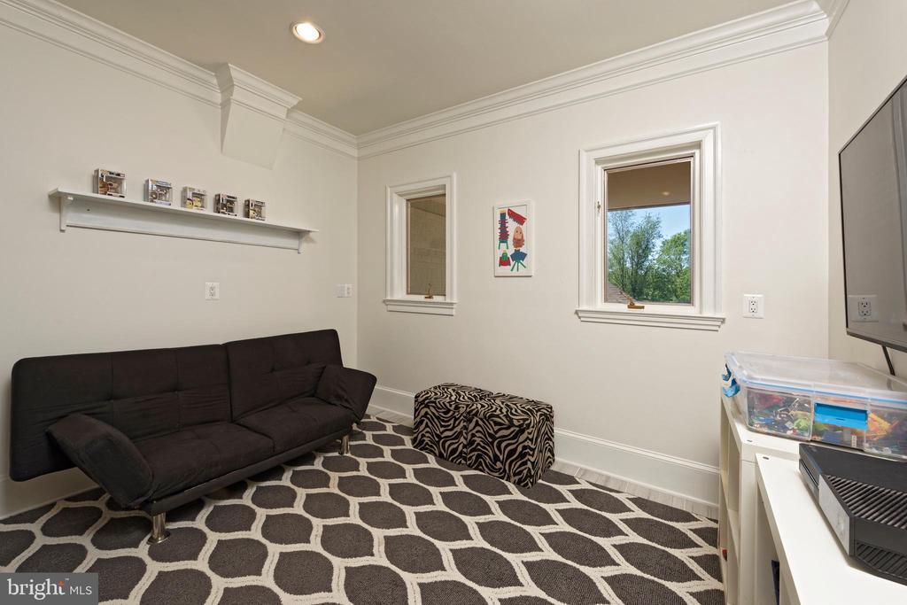 Small Bedroom/Playroom - 40850 ROBIN CIR, LEESBURG