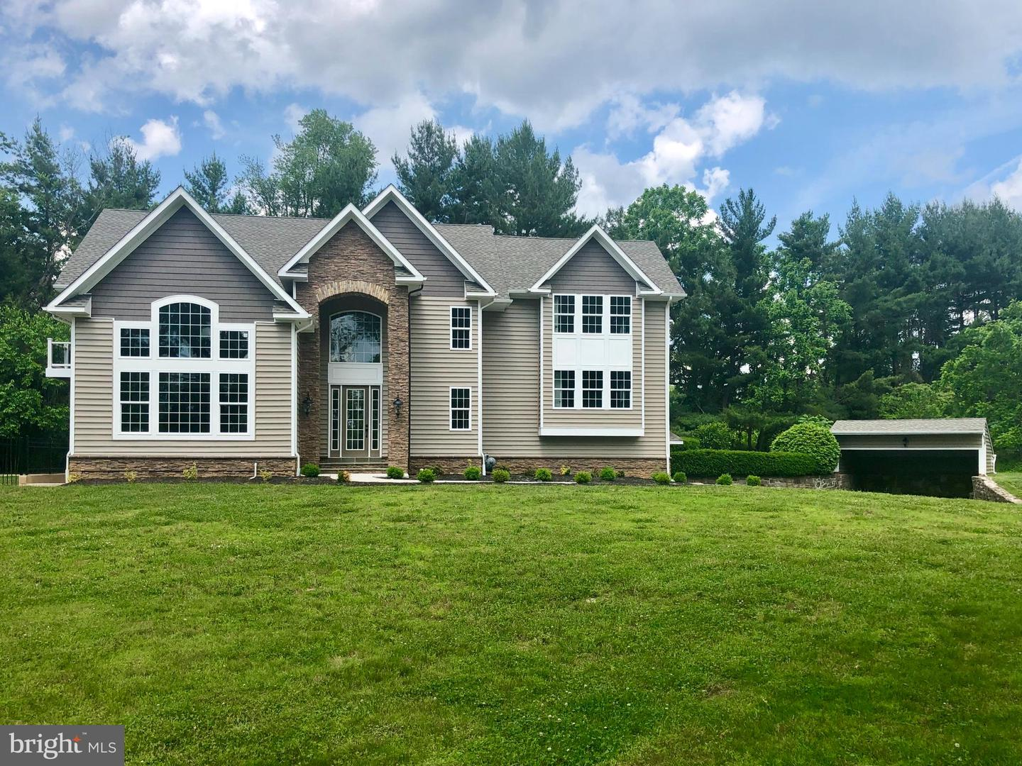 Single Family Homes for Sale at 593 NEWELL Drive Huntingdon Valley, Pennsylvania 19006 United States