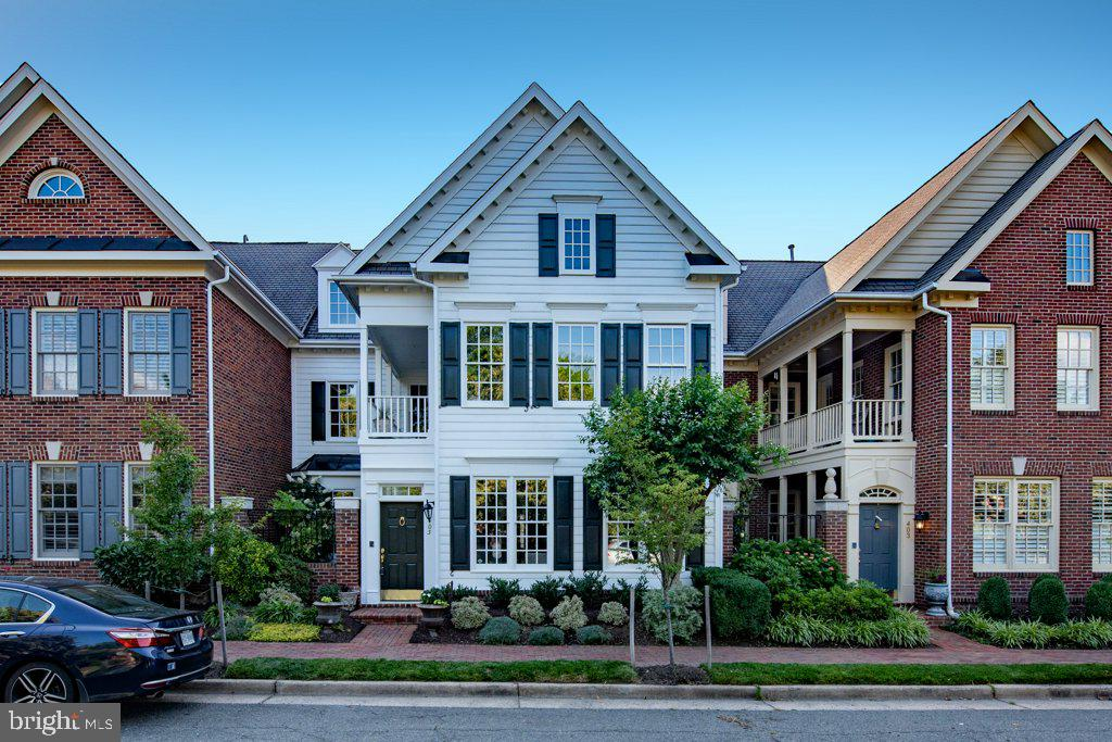 Charleston-Style Courtyard Charm in Old Town! - 405 S HENRY ST, ALEXANDRIA