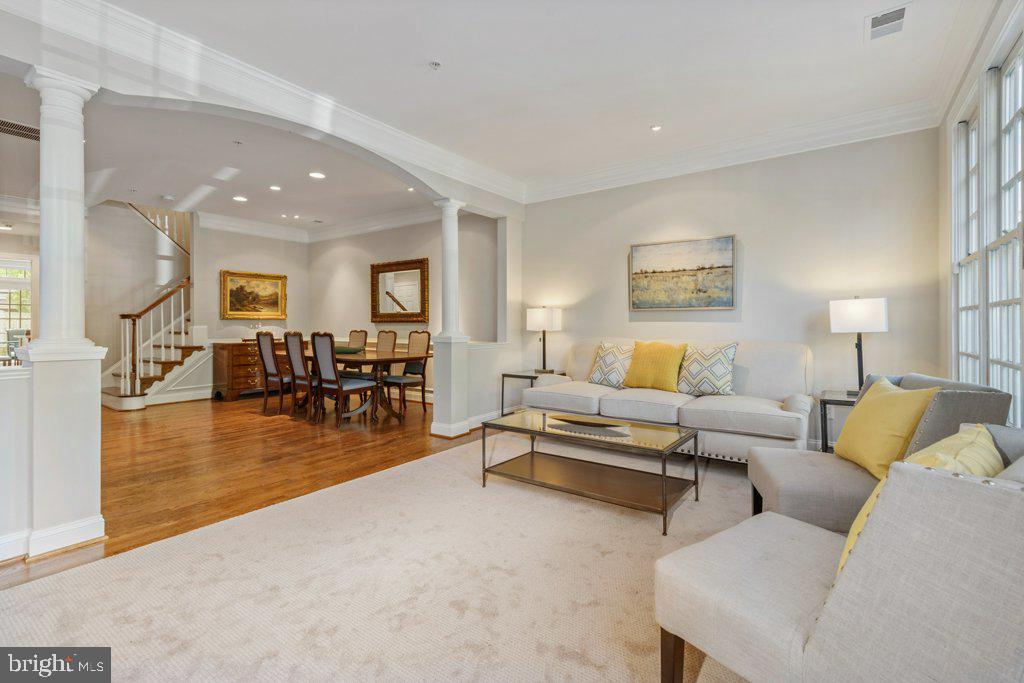 Open, yet separated from the dining room - 405 S HENRY ST, ALEXANDRIA