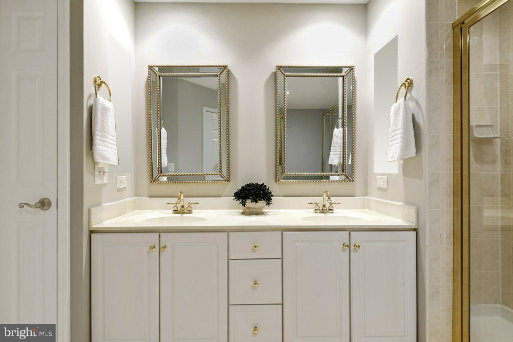 Double-sink vanity with linen closet - 405 S HENRY ST, ALEXANDRIA
