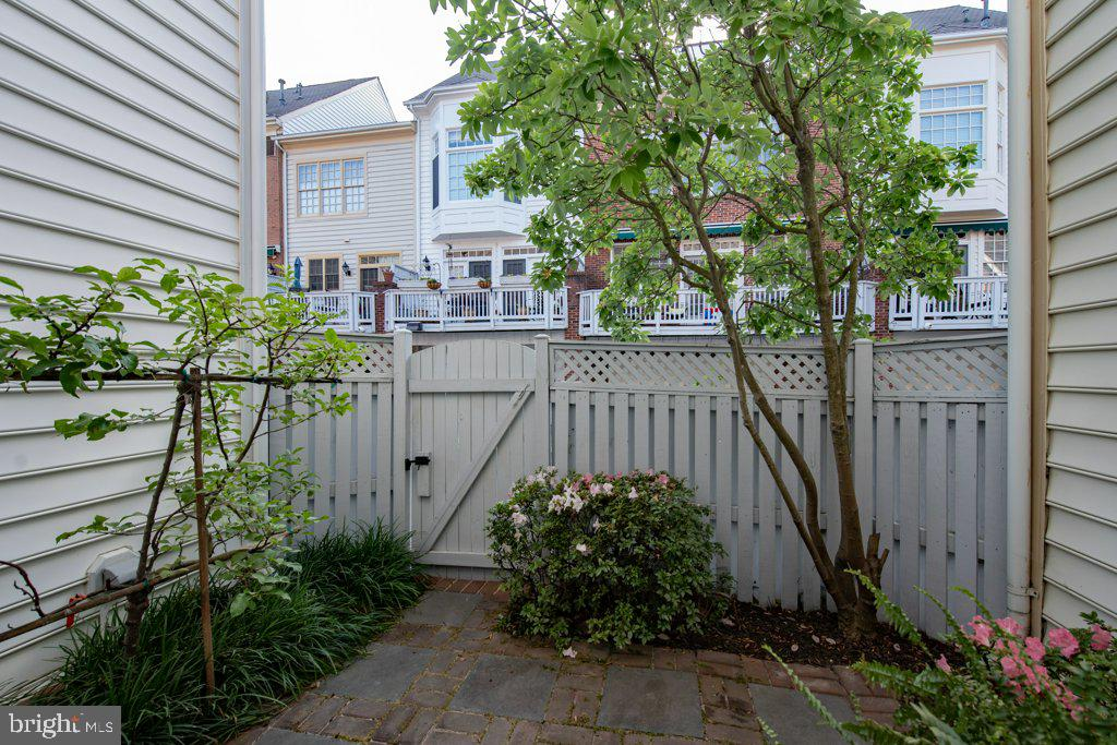 Now on our way to the rear of the home - 405 S HENRY ST, ALEXANDRIA