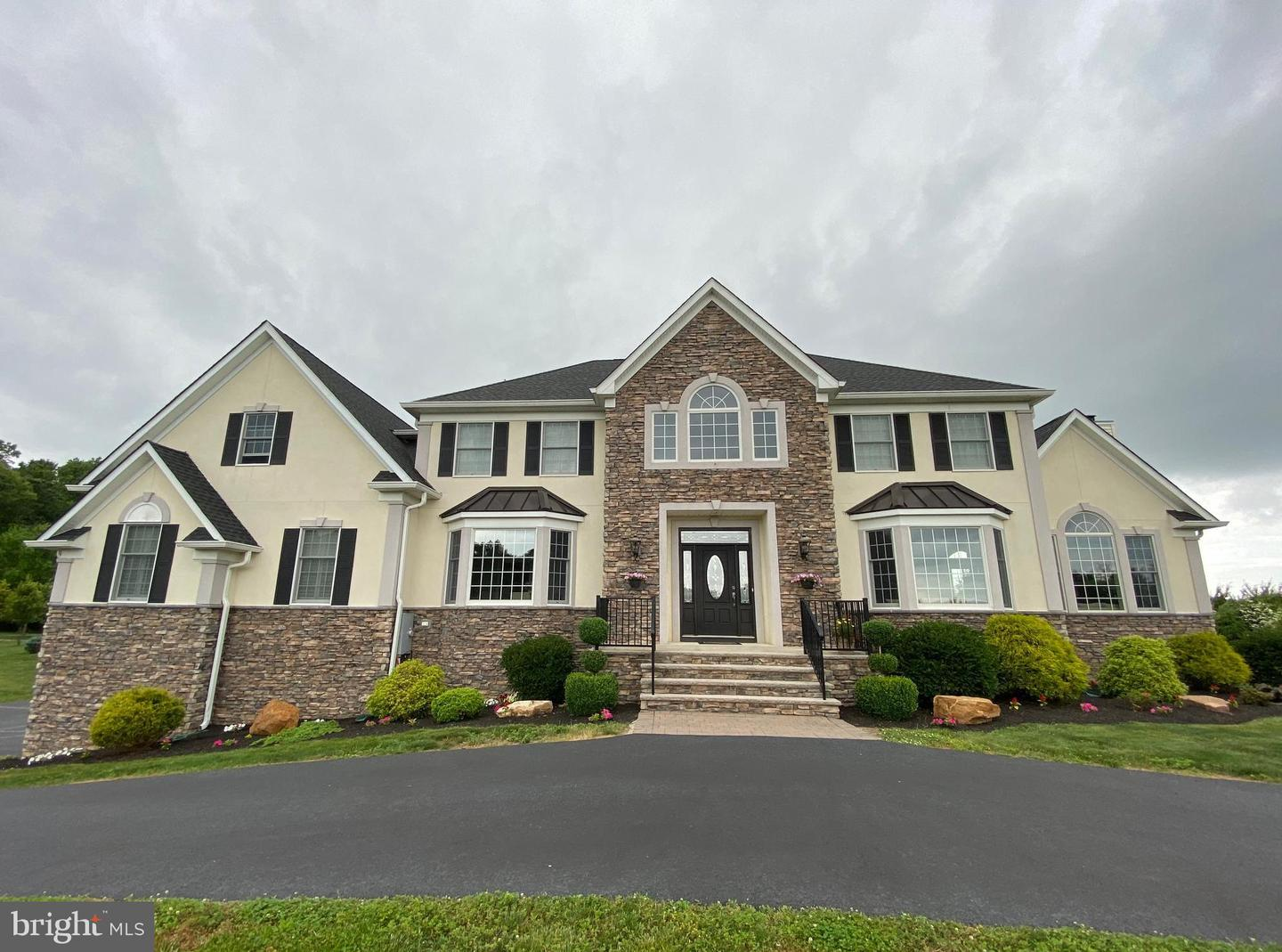 Single Family Homes pour l Vente à Robbinsville, New Jersey 08691 États-Unis