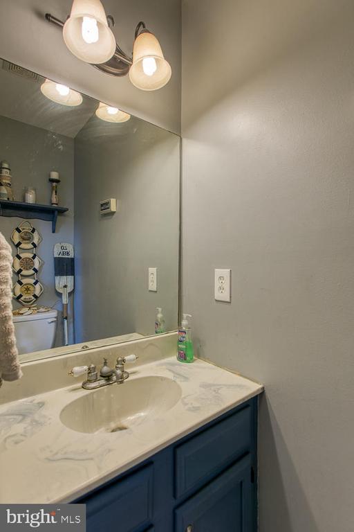 Main level half bath - 11018 ABBEY LN, FREDERICKSBURG