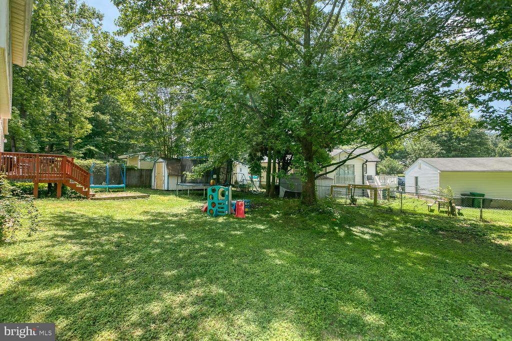 Feel great in fenced rear and side yard - 11018 ABBEY LN, FREDERICKSBURG