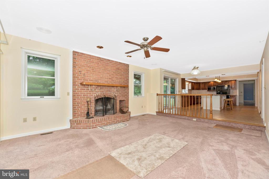 Family room (yes, another fireplace!) off kitchen. - 7799 COBLENTZ RD, MIDDLETOWN