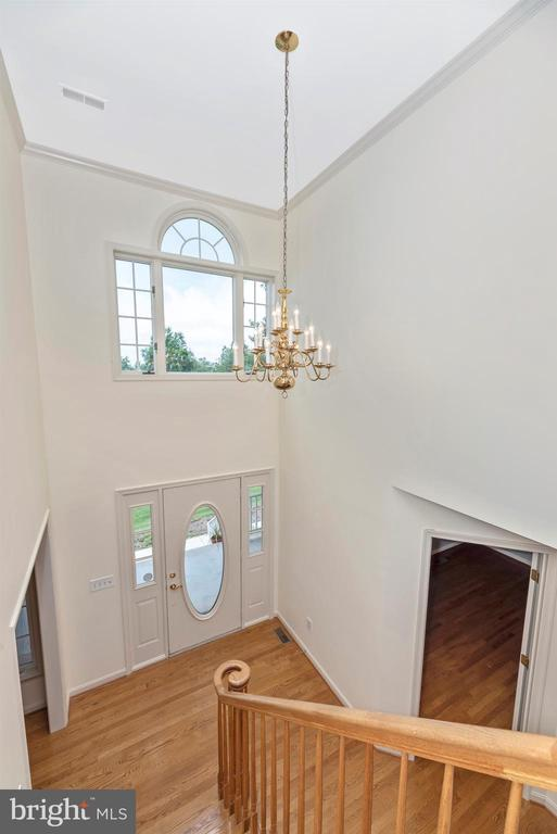 Upper landing view of foyer. - 7799 COBLENTZ RD, MIDDLETOWN