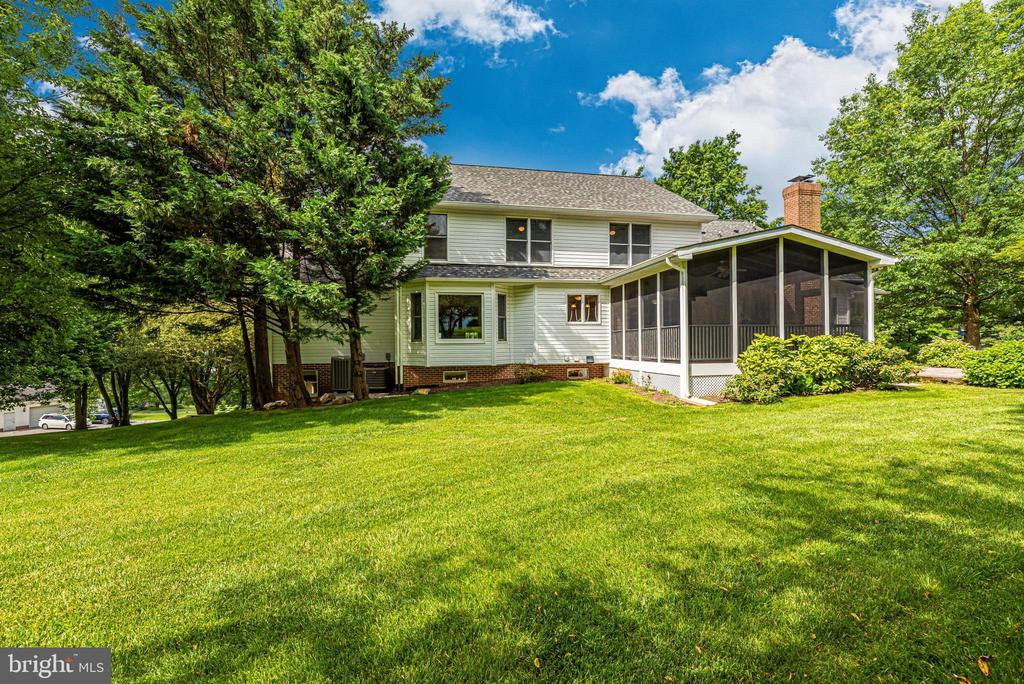This home is lovely from all angles! - 7799 COBLENTZ RD, MIDDLETOWN