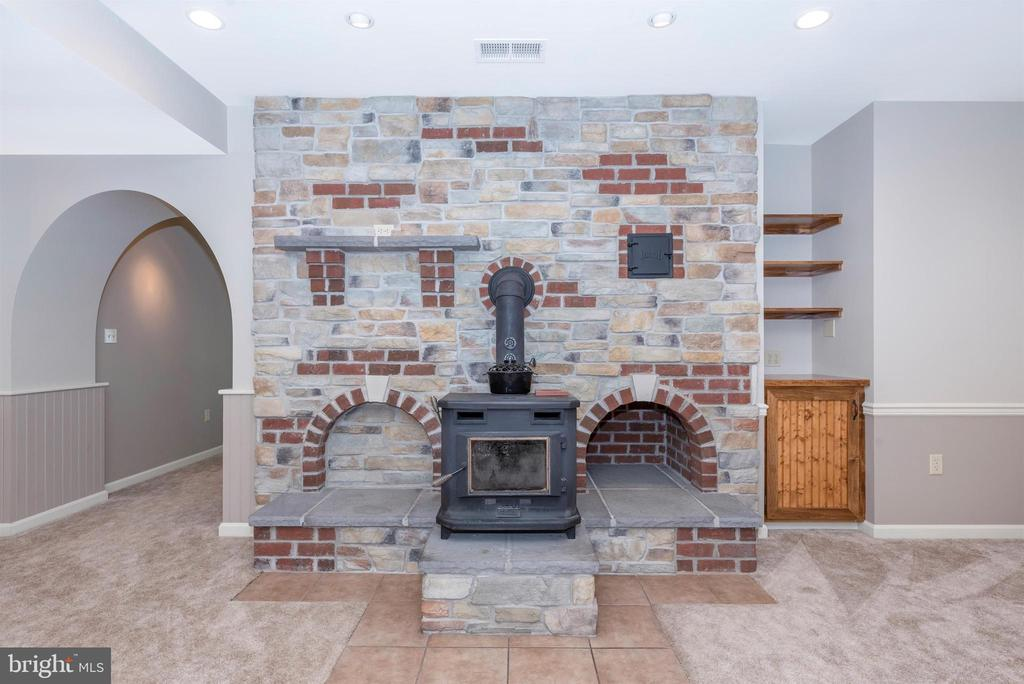 LL woodstove is fabulous! - 7799 COBLENTZ RD, MIDDLETOWN