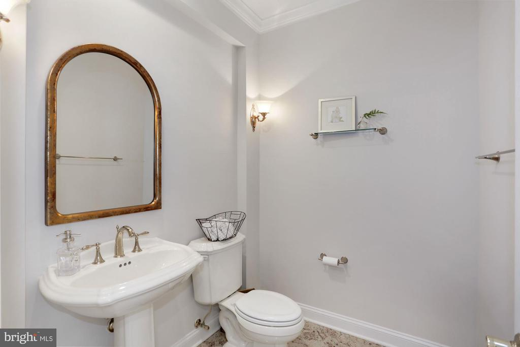 Main level powder room - 11418 WAPLES MILL RD, OAKTON