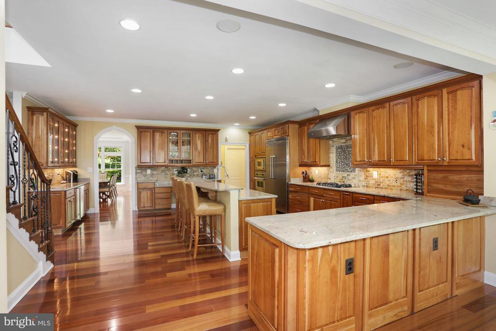 - 11418 WAPLES MILL RD, OAKTON