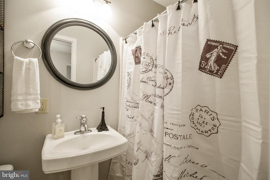 Main Level Full Bathroom - 442 W SOUTH ST, FREDERICK