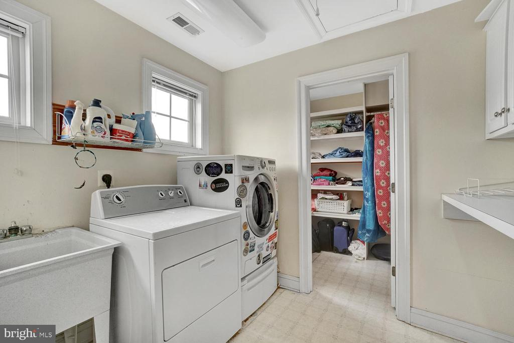 Laundry Room with Walk-In Closet - 3725 BIG WOODS RD, IJAMSVILLE