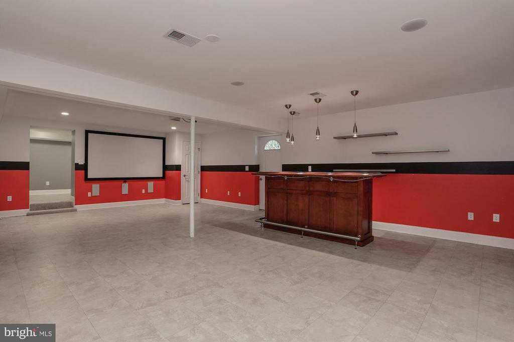 Recreation room in the basement - 5715 7TH ST N, ARLINGTON