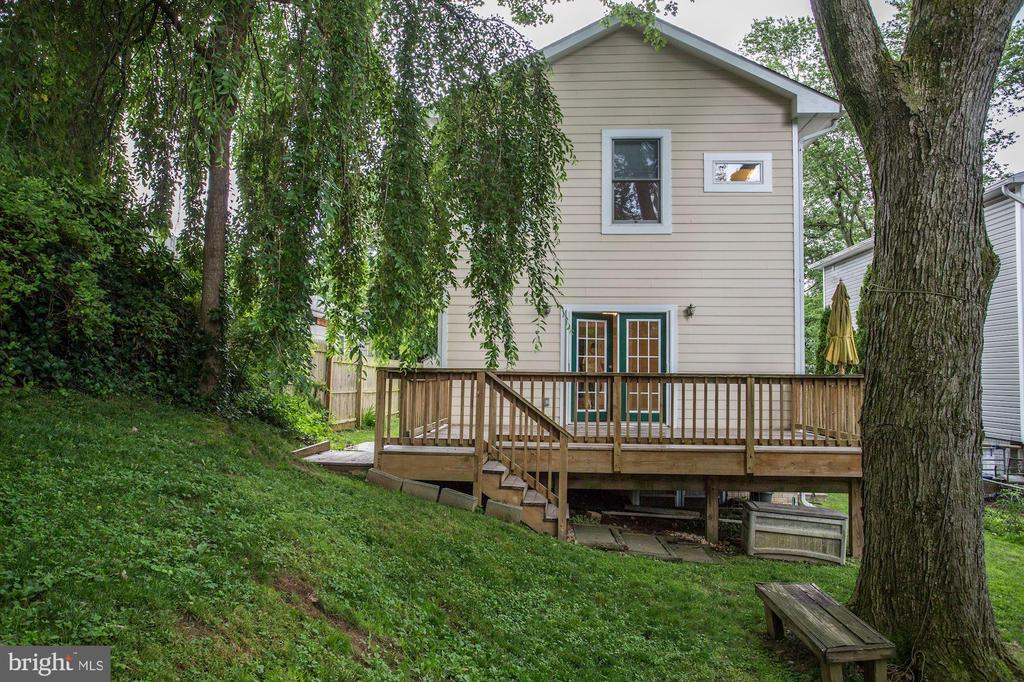 Large back deck perfect for entertaining - 5715 7TH ST N, ARLINGTON