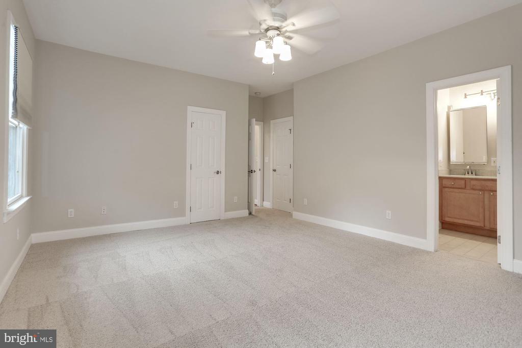 Master bedroom - 5715 7TH ST N, ARLINGTON