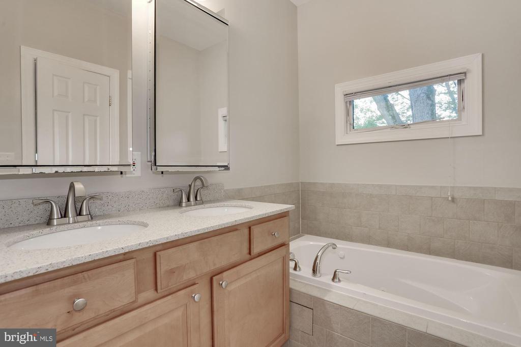 Master bathroom with separate bathtub - 5715 7TH ST N, ARLINGTON