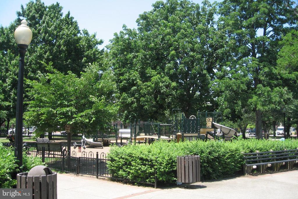 Stanton Park Fenced Play Area - 645 MARYLAND AVE NE #201, WASHINGTON