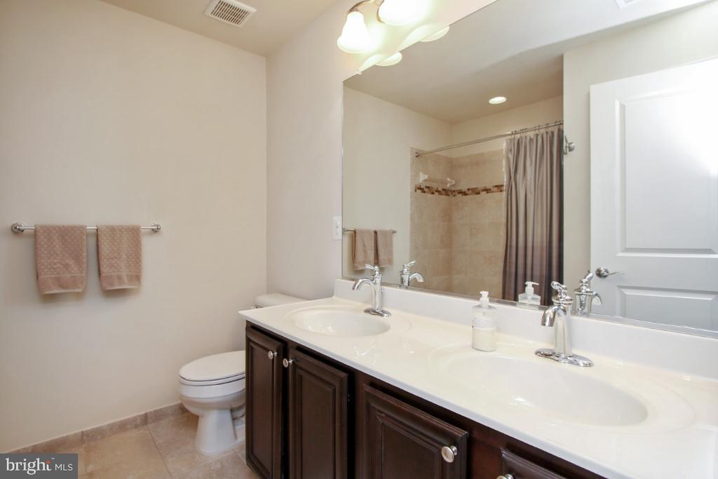 Double vanity in upstairs bath - 3006 OLD ANNAPOLIS TRL, FREDERICK
