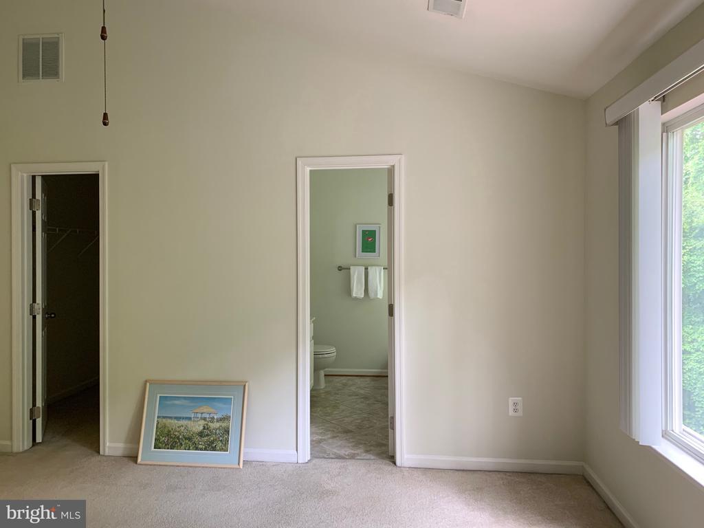 Room for all your bedroom furniture. - 6587 KIERNAN CT, ALEXANDRIA