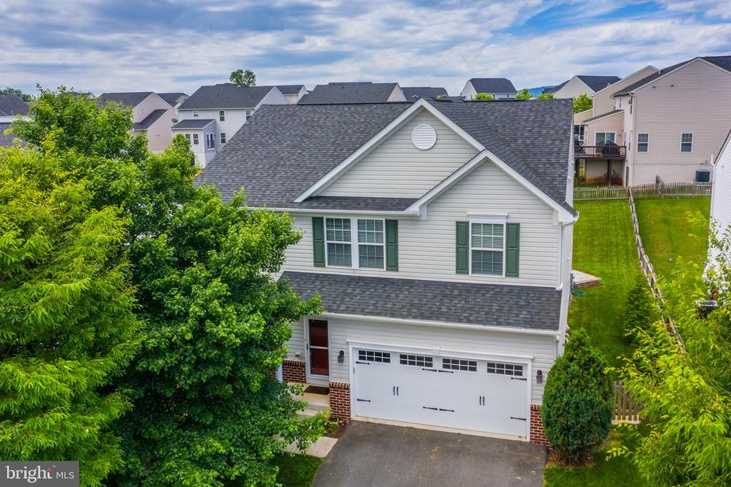 Welcome home to 41 Town Center Drive! - 41 TOWN CENTER DR, LOVETTSVILLE