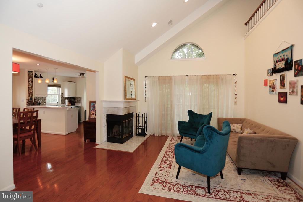 Huge living room - 415 RIDGEPOINT PL #32, GAITHERSBURG