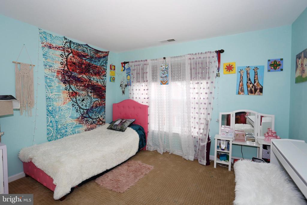 Main level second bedroom - 415 RIDGEPOINT PL #32, GAITHERSBURG