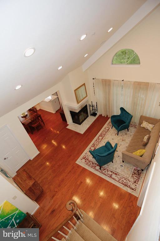 View of main level living room from upper level - 415 RIDGEPOINT PL #32, GAITHERSBURG