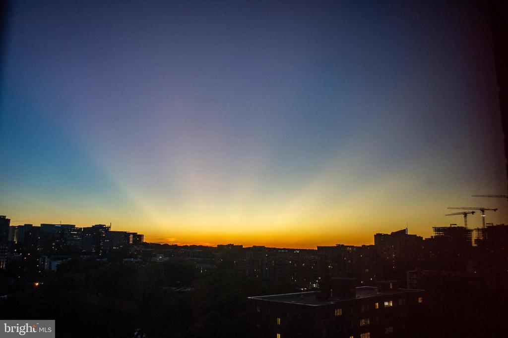 Picture-Worthy Sunsets from Your BR - 1200 N NASH ST #1148, ARLINGTON