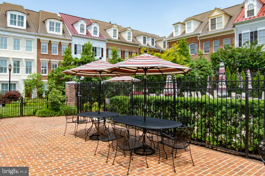 Brick patio and tables located next to the pool - 405 S HENRY ST, ALEXANDRIA