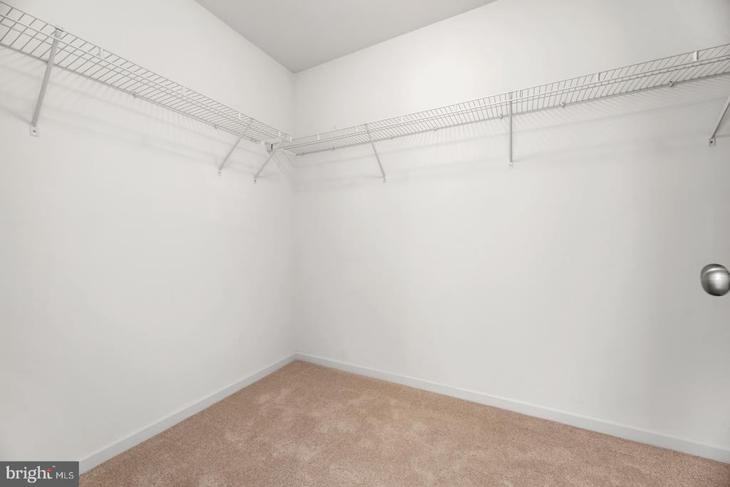 large walk-in in master bedroom - 41 TOWN CENTER DR, LOVETTSVILLE
