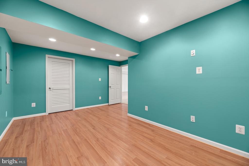 Extra/bonus room in basement - 41 TOWN CENTER DR, LOVETTSVILLE