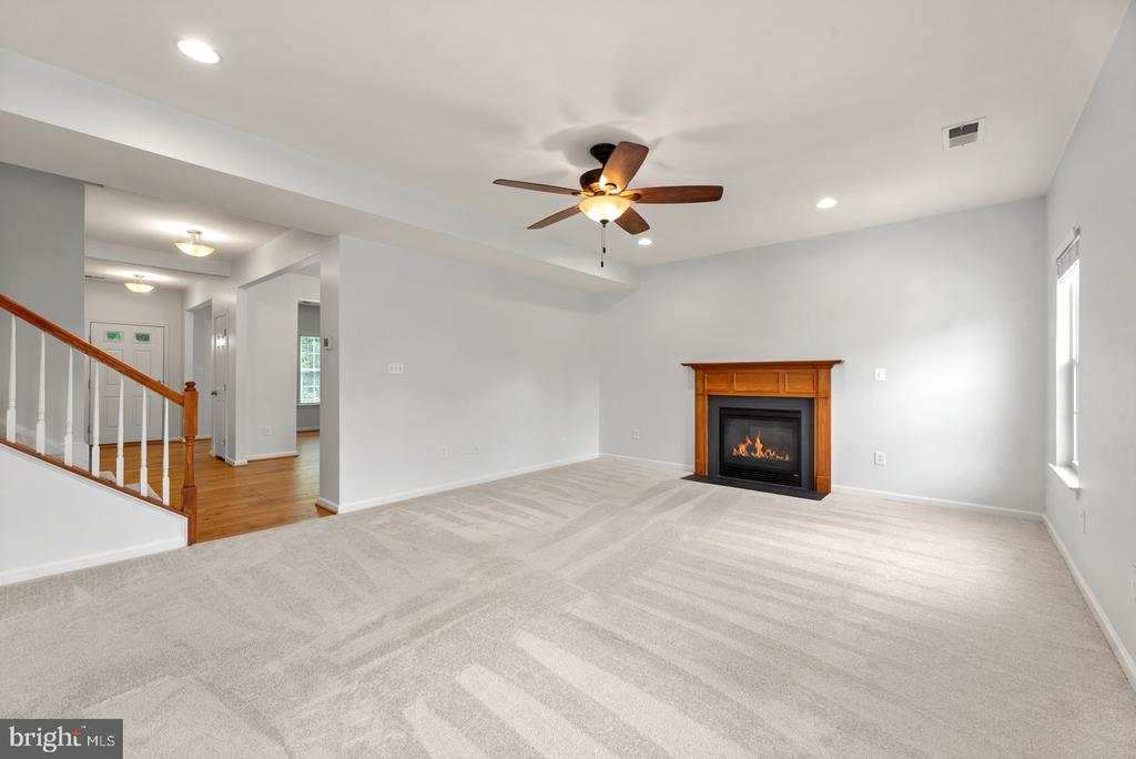 Family room with gas fireplace - 41 TOWN CENTER DR, LOVETTSVILLE