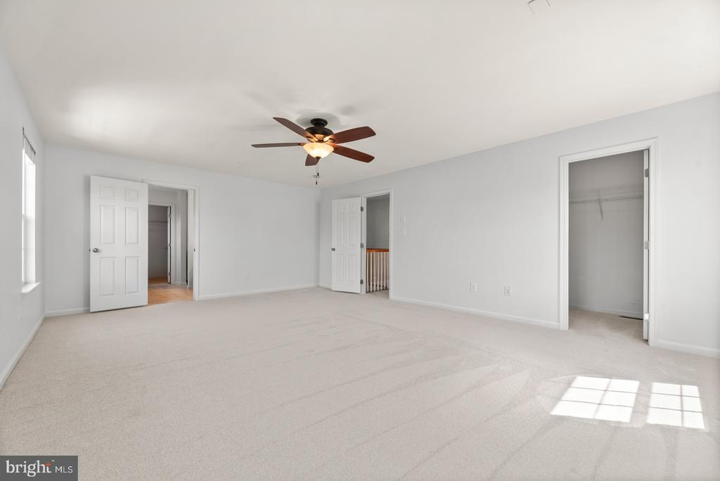 master bedroom with 2 large walk-in closets - 41 TOWN CENTER DR, LOVETTSVILLE