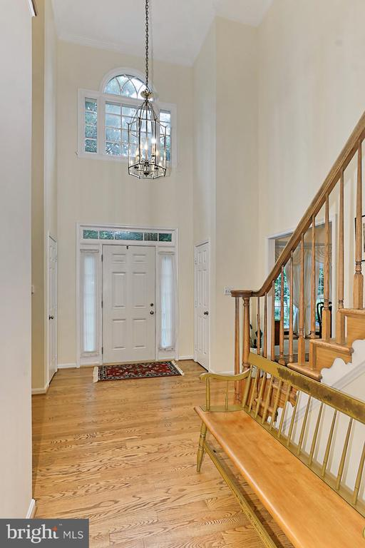 Two Story Foyer - 6603 OKEEFE KNOLL CT, FAIRFAX STATION