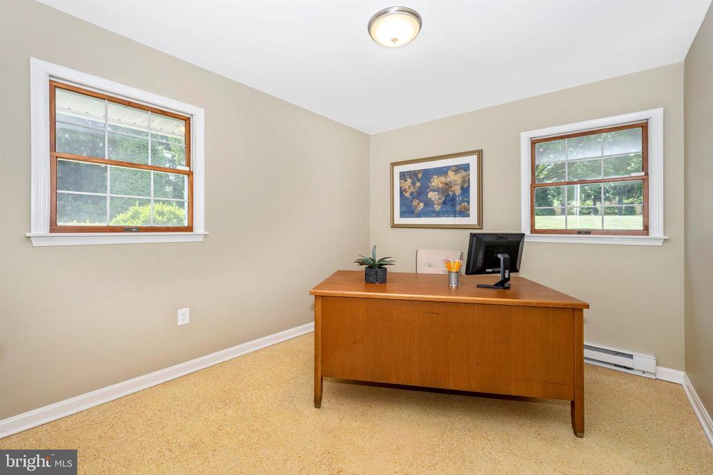 6TH BEDROOM OR HOUSEKEEPERS ROOM - 6914 SUMMERSWOOD DR, FREDERICK