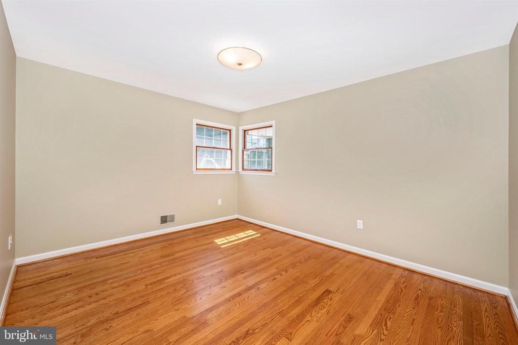 THIRD BEDROOM W/ LARGE CLOSET HARDWOOD FLOORS - 6914 SUMMERSWOOD DR, FREDERICK