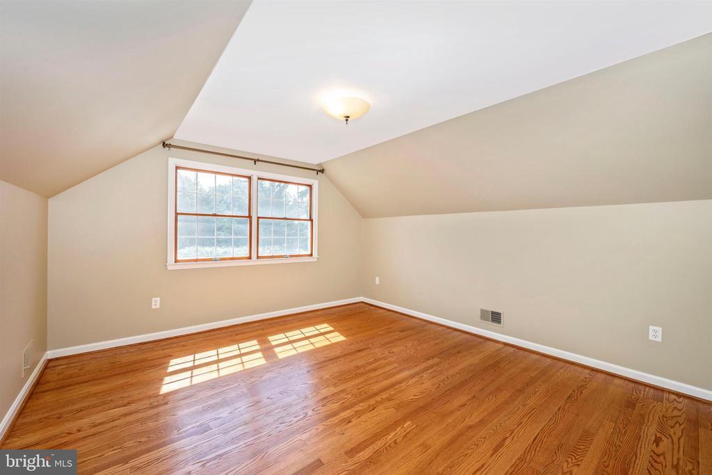 4TH BEDROOM UPSTAIRS W/ GREAT EASTWARD VIEWS - 6914 SUMMERSWOOD DR, FREDERICK