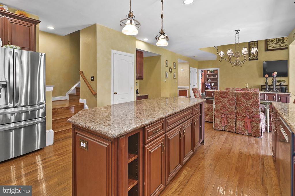 Kitchen island to living room - 43474 OGDEN PL, STERLING