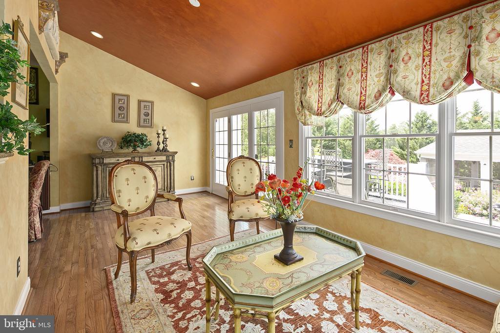 Sun room to porch - 43474 OGDEN PL, STERLING