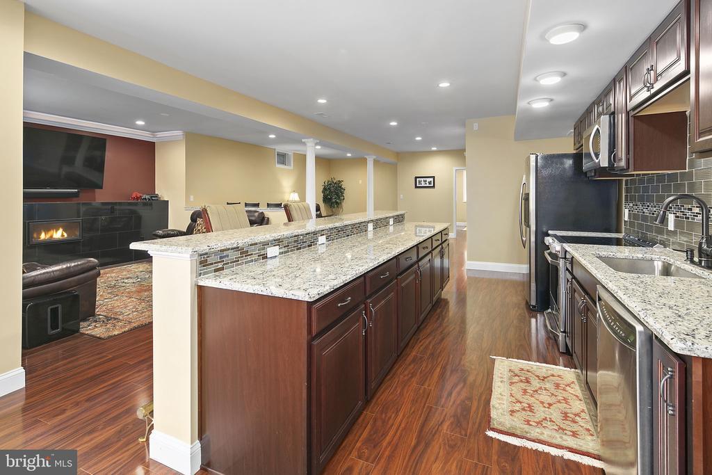 2nd kitchen  view - 43474 OGDEN PL, STERLING