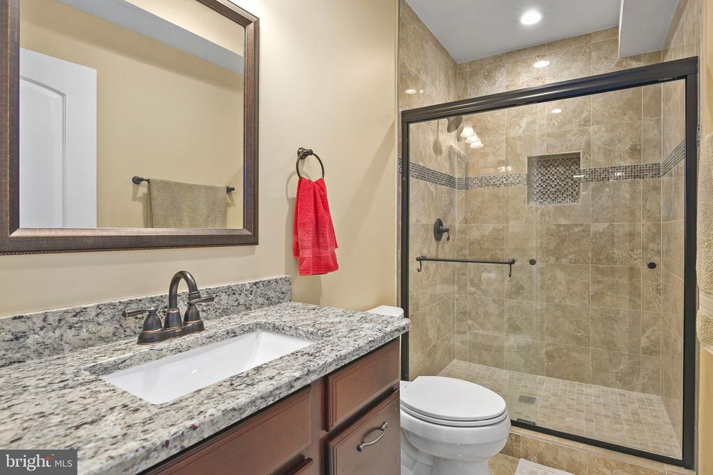 Lower level full bath - 43474 OGDEN PL, STERLING