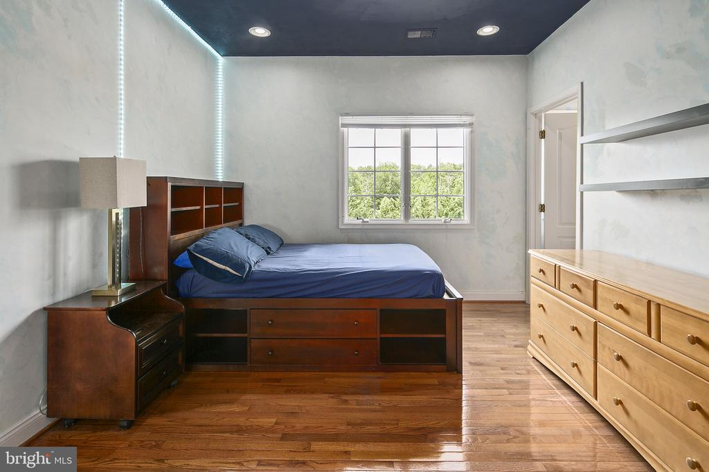 4th bedroom with its own full BA - 43474 OGDEN PL, STERLING