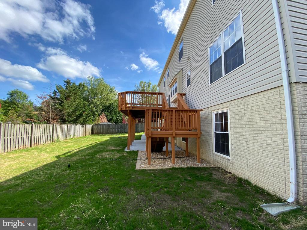 Backyard with NEW planted grass - 6311 WILLOWFIELD WAY, SPRINGFIELD