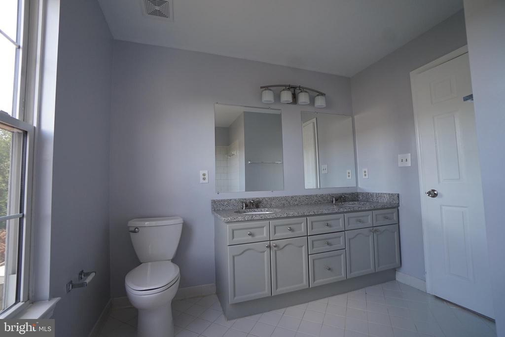 Upper Level Full Bathroom 2 w/NEW granite counter - 6311 WILLOWFIELD WAY, SPRINGFIELD