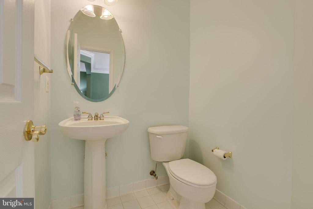 Main level half bath - 807 VALEMOUNT TER NE, LEESBURG